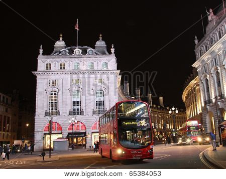 Double decker at Piccadilly Circus