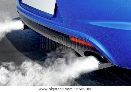 Poluição do ambiente do carro poderoso