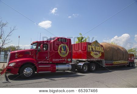 The Famous Idaho Potato Tour with The World's Largest Potato on Wheels