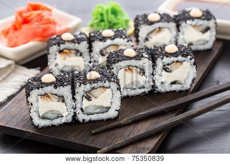 Sushi rolls with eel and creamcheese