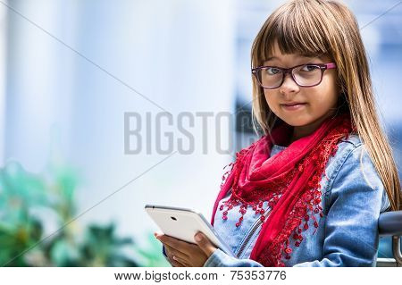 Pretty youn girl with tablet.
