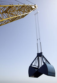 picture of dredge  - Heavy duty bucket of the dredging platform - JPG