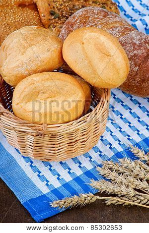 Basket with buns on the tablecloth