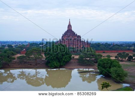 Ancient Htilominlo Pagoda In Bagan Archaeological Zone, Myanmar