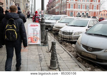 VLADIVOSTOK, RUSSIA - MARCH 8, 2015: Residents and visitors on the street Svetlanskaya - is the main street in Vladivostok. The population of Vladivostok is about 600,000 people.