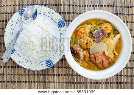 Ready To Eat - Hot And Sour Curry With Tamarind Sauce, Shrimp And Snakehead And Vegetables With Rice