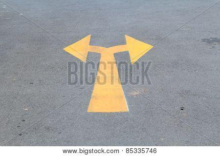 Arrow traffic sign