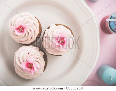 Cupkake on vintega table set