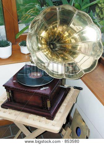gramophoneDMH14