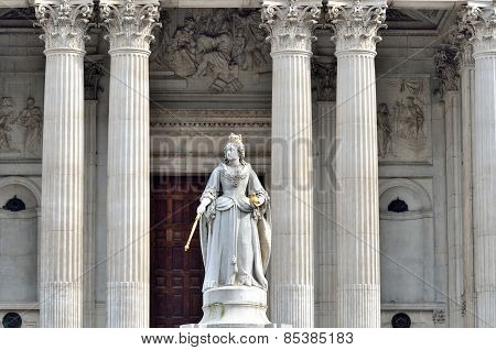 Statue of Queen Victoria in front of St Pauls with four columns