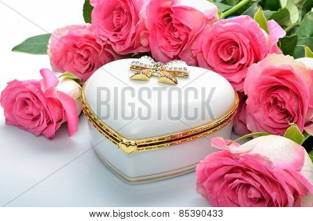 White giftcard Jewelry Box, bouquet of flowers roses
