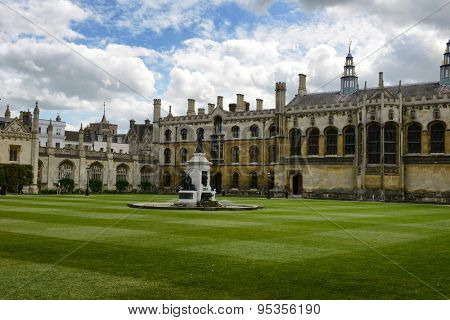 CAMBRIDGE, ENGLAND - MAY 13: Founders Statue in Manicured Green Courtyard of Kings College Surrounded by Historical Buildings, University of Cambridge, England on May 13, 2015