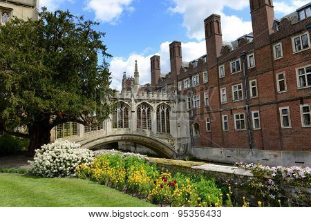 CAMBRIDGE, ENGLAND - MAY 13: Springtime view of the Bridge Of Sighs Cambridge, UK in St Johns college built in the nineteenth century to span the River Cam between the campus buildings on May 13, 2015