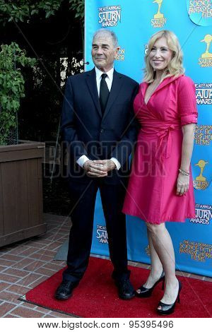 BURBANK - JUNE 25: Robert Forster and guest arrives at the 41st Annual Saturn Awards on Thursday, June 25, 2015 at the Castaway Restaurant in Burbank, CA.