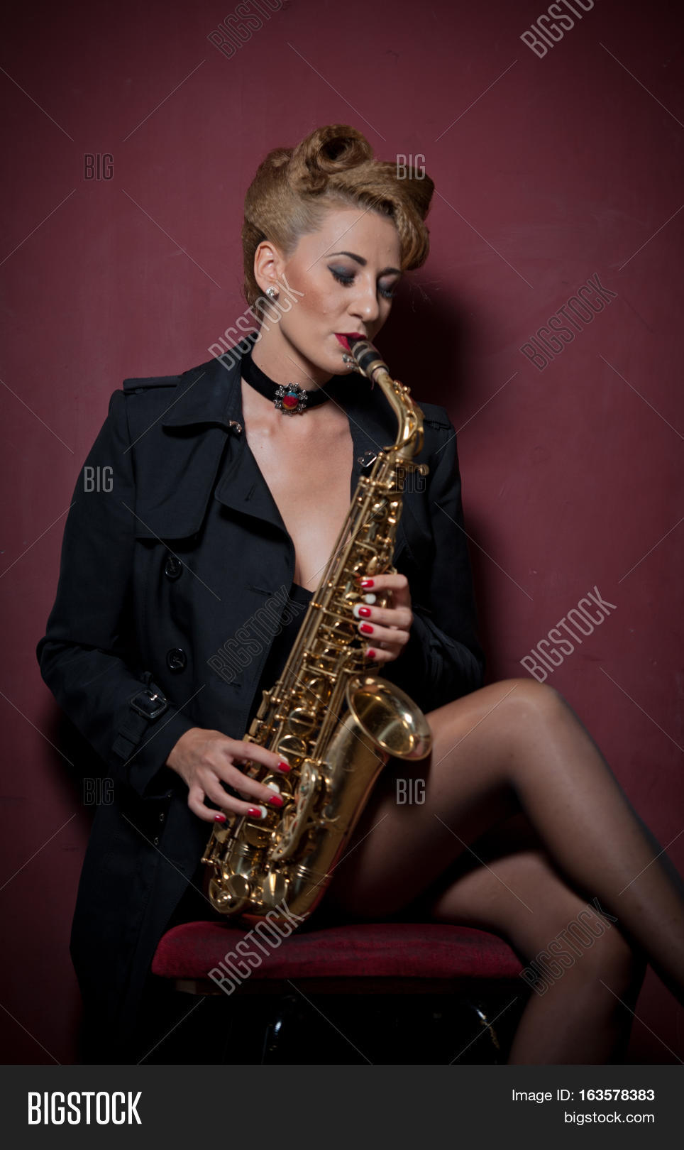 Pictures Of Sexy Black Woman And Saxaphone