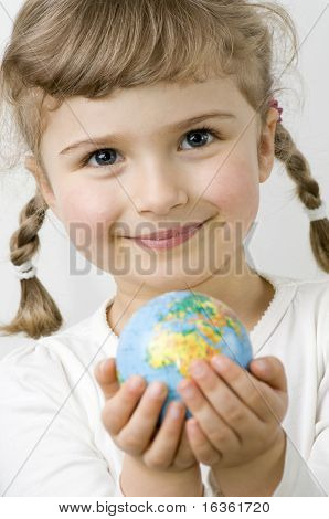 Globo en las manos del niño