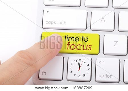 Time to focus word written on computer keyboard.