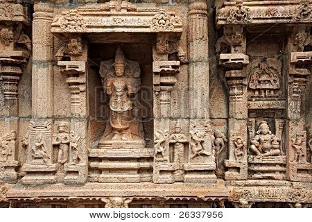 Bas reliefes in Hindu temple. Sri Ranganathaswamy Temple. Tiruchirappalli (Trichy), Tamil Nadu, India