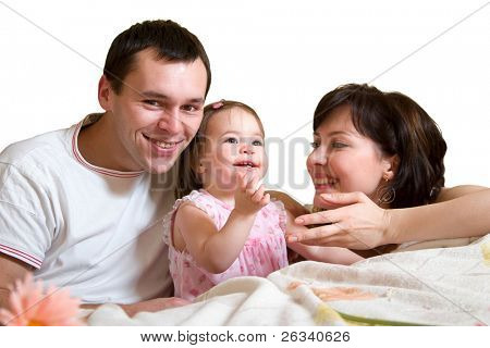 Família feliz - mãe, pai e filha bonito. Isolado no fundo branco.
