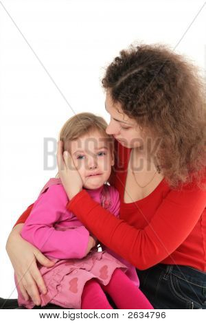 Madre e hija llora