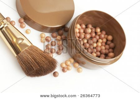 bronzing pearls and thick golden brush