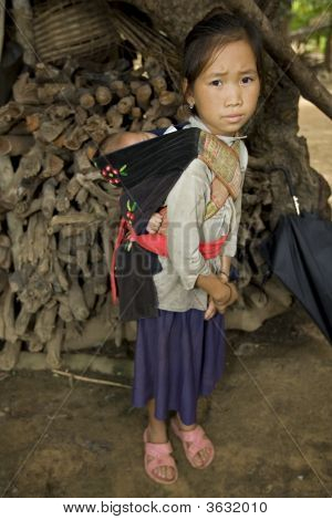Hmong Girl con hermano, Laos