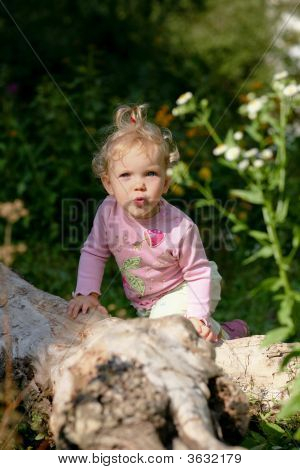 Baby-Girl Outdoors