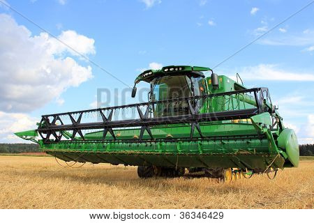 John Deere Harvester S670I With Header 625R