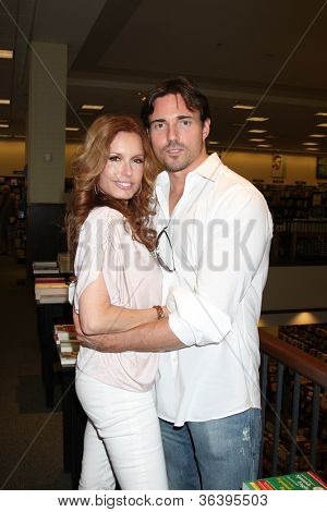 LOS ANGELES - AUG 18:  Tracey Bregman, Aaron Cameron at the book signing for William Bell Biography at Barnes & Noble on August 18, 2012 in Ventura, CA