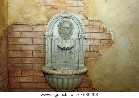 Tuscan Wall Lion Fountain