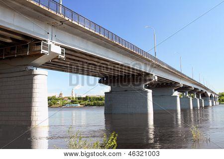 El puente del automóvil.