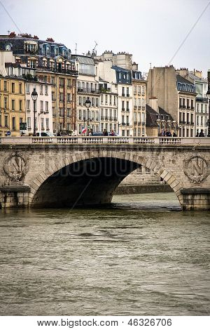 Vertical image of Paris buildings, bridge and Seine