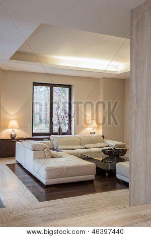 Travertine House: Modern Interior