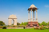 picture of india gate  - India Gate in the city centre - JPG