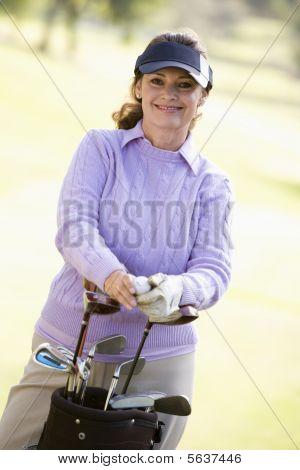 Retrato de um jogador de golfe feminino