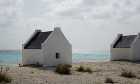 picture of slave-house  - Slave huts at the salt mines in Bonaire - JPG