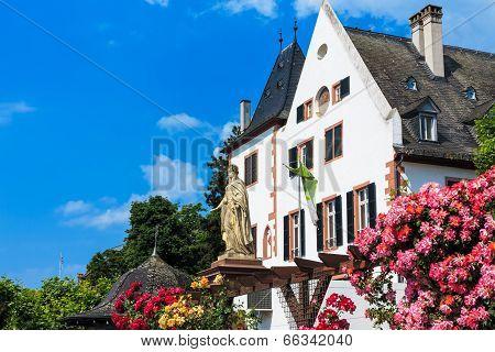City of Roses Eltville am Rhein, the biggest town in the Rheingau, Germany