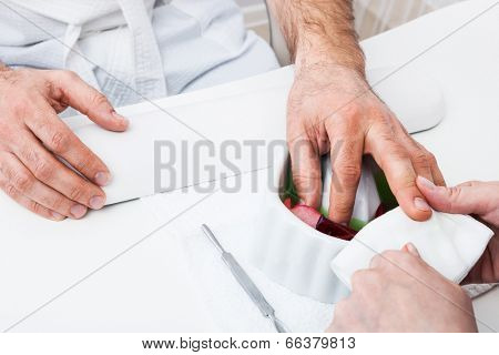 Hand preparation to manicure at the beauty salon