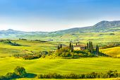 picture of farmhouse  - Beautiful landscape in Tuscany - JPG
