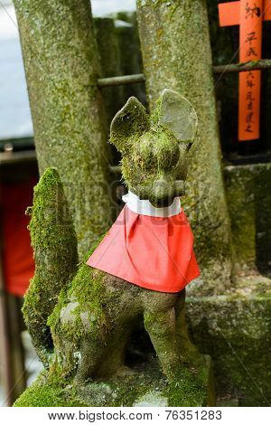 Stone fox (Inari messenger of God) statue at the Fushimi-Inari Taisha, Kyoto, Japan