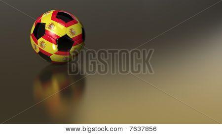 Balón de fútbol de España brillante sobre una superficie metálica dorada