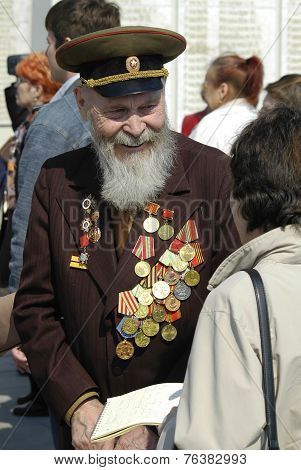 Senior veteran of World War II on Memory square