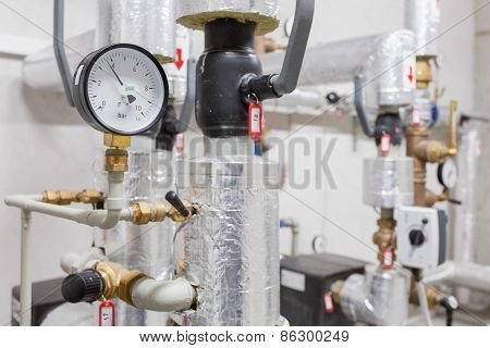 Manometer and heating pipelines