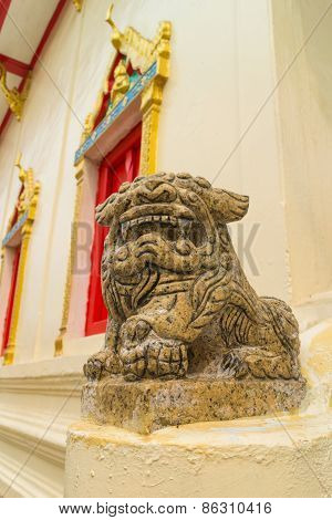 the ancient chinese lion stone carving