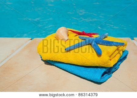 Towels in blue and yellow at the swimming pool