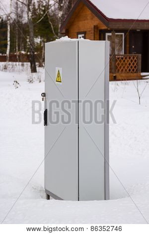 Power Distribution Locker In Snow