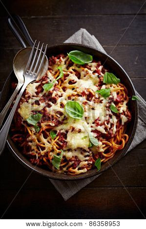 Spaghetti baked with cheese and tomato sauce
