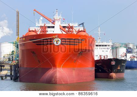 Oil/chemical Tanker