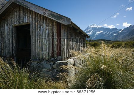 Old trampers hut in mountains, on the Hookers Track