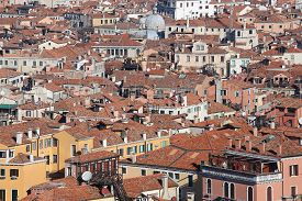pic of overpopulation  - Venice Italy red - JPG